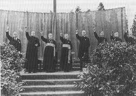 les cathos et le salut nazi
