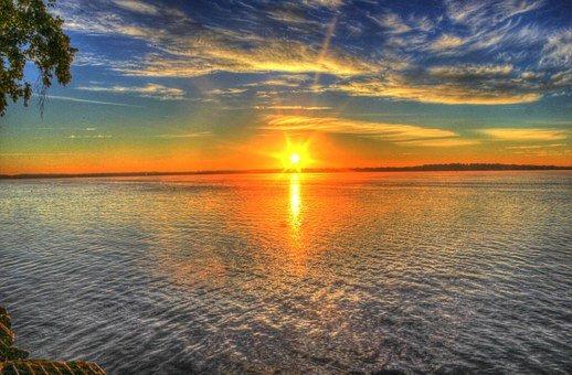 a sunrise lever de soleil
