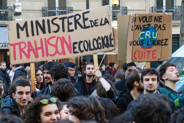 manifestation-de-jeunes-devant-le-ministere-de-l-ecologie-a-paris-le-15-fevrier-2019